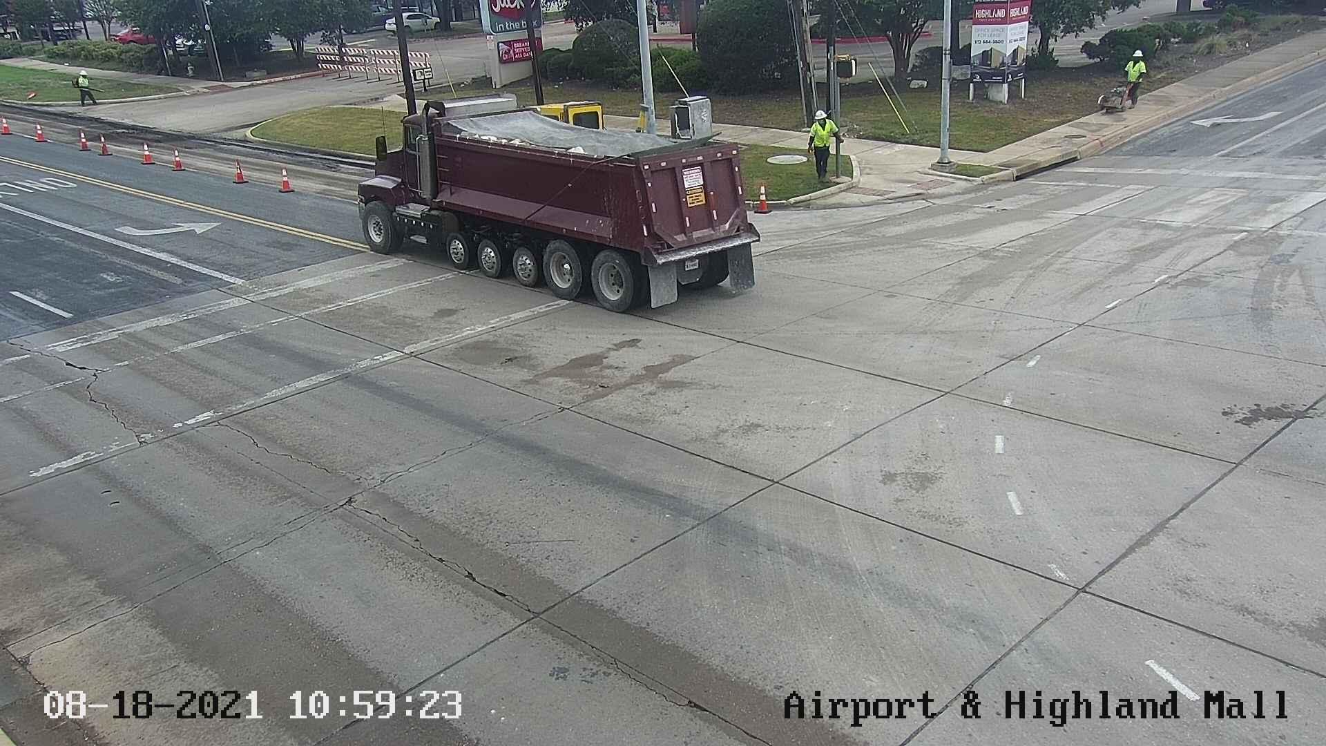 AIRPORT BLVD / HIGHLAND MALL BLVD