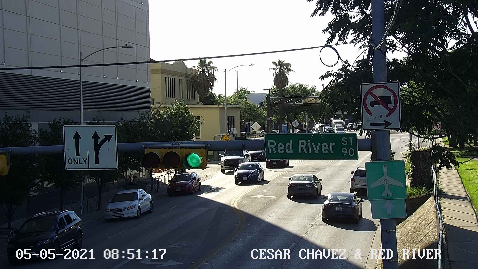 CESAR CHAVEZ ST / RED RIVER ST